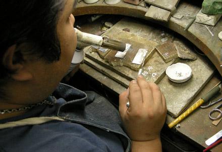 工房【史】の職人 製作監修をすべて行います