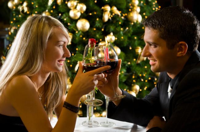 聖夜こそ彼女をときめかせたい!クリスマスのデートプランとプレゼントに最適なアクセサリー紹介